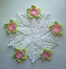 Duk med blommor! (TM - the crocheteer!) Tags: pink flowers white green pastel crochet rosa craft tm cloth doily duk vitt flowery croche grn vit hkeln virka virkkaus virkat designbyme hekling towemy uncinetto virkad crochetdoily isbn0486285960 barbarachristopher elegantchristmasornamentstocrochet pineapplestarsuncatcher tmcrocheteer