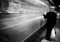 Lisbon by night #5 (Miguel@Monteiro) Tags: road street people white black portugal night nikon long exposure do lisboa lisbon pb adobe senhor lightroom saldanha adeus waiving d40 bwdreams waive acenar