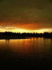 Burning horizon (fatseth) Tags: light sunset sky cloud sun lake hot water sunrise soleil warm lumire horizon coucher lac ciel nuage chaud morel couch fatseth genseric