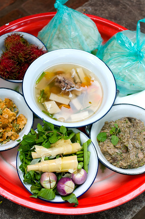 A traditional meal as served to guests at a funeral in Luang Prabang