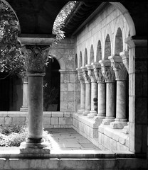 The Cloisters (Trish Mayo) Tags: newyork metropolitanmuseum metropolitanmuseumofart washingtonheights forttryonpark thecloisters artlegacy ashotadayorso bwartaward thebestofday gnneniyisi