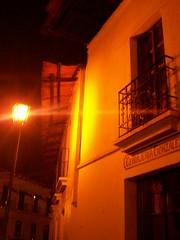 Lejos del bullico (sinretrovisor) Tags: ventana noche romance farol tejado balcn callejn leyenda realmonte pueblominero