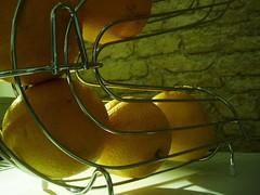 Luci ed ombre (alfiererosso) Tags: shadow yellow fruit ombra sombra lemons fruta amarillo gelb giallo frutta limoni obst zitronen limones fruchten