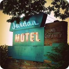 Jordan Motel (ilovecoffeeyesido) Tags: tennessee motel neonsign oldsign motelsign retrosign worldslongestyardsale 127sale jordanmotel