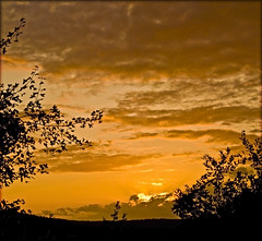 Sunset sur campagne Lotoise (lo46) Tags: sunset sky music orange sun france guitar live lot ciel nuages coucherdesoleil musique midipyrnes blouds garymoore unjourlaterre betterthangood2 departementdulot