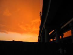 橋下看夕陽