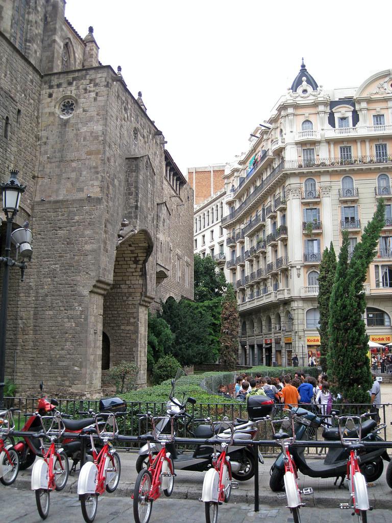 BarcelonaCommuterBikes2.JPG