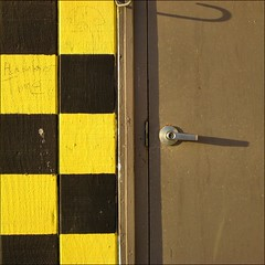 Checkered ~ (Dominique Guillochon) Tags: california door fab usa brown black colors yellow wall shadows unitedstates sandiego pb pacificbeach checkers minimalism soe checker minimalist aplusphoto checkeredpatern