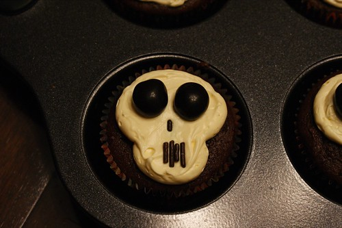 Skull Cupcakes for Halloween (9863)