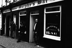 Traditions (Sparafleshato) Tags: street blackandwhite bw irish white black galway beer bar blackwhite pub strada traditions guinness persone birra gent strade irlandese tradizioni iralanda usanze murhpys