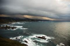 Cantbrico (elosoenpersona) Tags: sea espaa costa storm verde green weather coast mar spain stormy asturias western tormenta occidental cantabrico cantabric abigfave elosoenpersona therebeastormabrewin