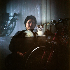 LUBITEL_4 (mariczka) Tags: friends portrait tlr film bike wheel wall cat mediumformat iso100 lomo lomography eyes doubleexposure room lubitel vintagecamera vignetting lubitel166b basia expiredfilm fujicolor audel explored fujirealaiso100 fujifilms fujicolorsuperiareala100 vintageanalogue zaichmann alnalog
