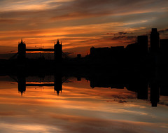 A London Sunset across the Thames (S R W) Tags: yahoo:yourpictures=waterv2