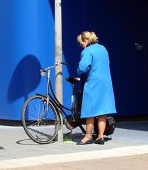 (bogers) Tags: blue holland netherlands dutch amsterdam bike bicycle blauw nederland bicicleta bleu klm stewardess  bogers fahrrad fietsen vlo fiets   airhostess   duth basbogers airgirl  26042008