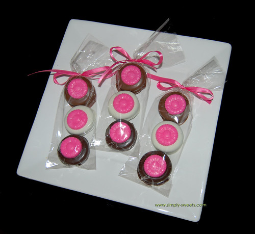 3 pack chocolate dipped oreos with pink daisies