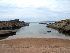 Petite cala avec plage près du phare de Fenu