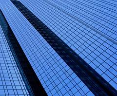 Deutsche Bank Frankfurt (swisscan) Tags: blue building tower window germany office frankfurt bank mainhatten themoulinrouge firstquality artisticexpression golddragon abigfave favemegroup4 diamondclassphotographer flickrdiamond thegardenofzen world100f
