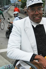 Street performer on Hawthorne-6.jpg