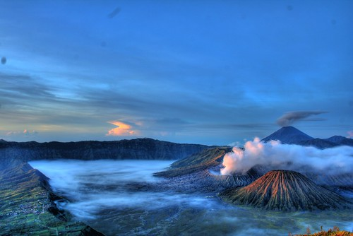 "Gunung Bromo 2 HDR • <a style=""font-size:0.8em;"" href=""http://www.flickr.com/photos/63328822@N00/2564074319/"" target=""_blank"">View on Flickr</a>"