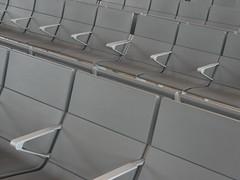 Madri (jabacomfarofa) Tags: madrid airport optical aeroporto espera cadeira embarque barajas poltrona madri bajaras desembarque