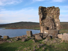 Funeral Tower (hiddentravel) Tags: vacation history peru sightseeing sillustani umayolake lptowers