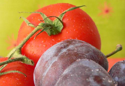 Zwetschgen und Tomaten