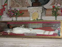 Santa Cristina, virgen mrtir (abarrero2000) Tags: santa church saint shrine body tomb tumba virgin bones martyr catacombs venezia virgen relics catacumbas reliquien arca schrein heiligen urna martire reliquias mrtir reliques chsse schrijn spoglie corposanto cuerposanto sanfranciscodelavia katakombenheilige figurayacente