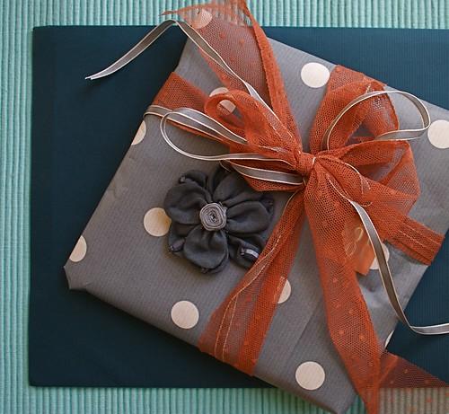 طرق لف الهدايا......... بالصور 3078588262_7f68c5d881.jpg