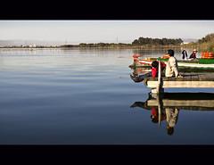 Doble shot... (dp Chaigneau fotos) Tags: relax barca calma passeig barques albufera reflexes amants retalls pentaxk100dsuper yourcountry 1855mmamor