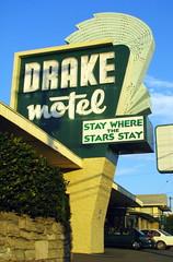 Drake Motel - Stay Where the Stars Stay (SeeMidTN.com (aka Brent)) Tags: drakemotel drakeinn nashville tn tennessee staywherethestarsstay bmok sign us41 us70s motel neon drake dixiehighway motelsign brentandmarilynnpersonalfavorite bmoknvsign bmokneon bmokmotel colorfulbannerproject