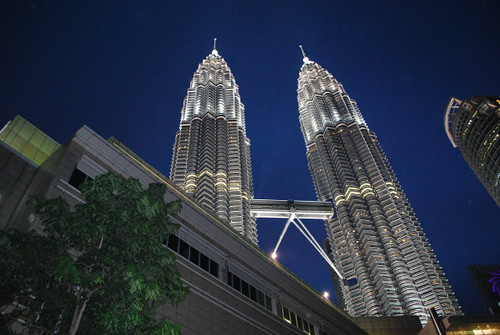 petronas_night_close_1