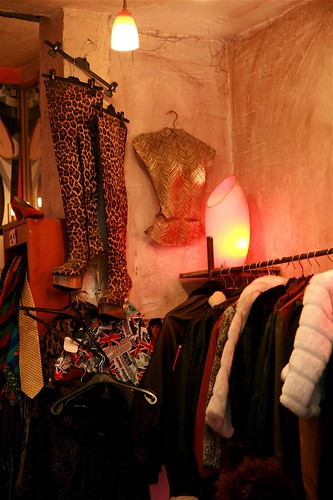 Vintage shopping in Paris - oh yeah!