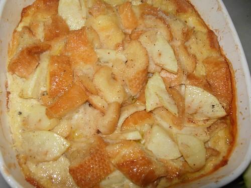 apple, raisin, bread pudding