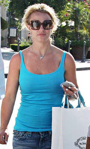 britney-spears-shop-7208-5