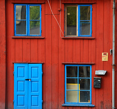 red & blue (@rild) Tags: blue red oslo rd grnland bl rild
