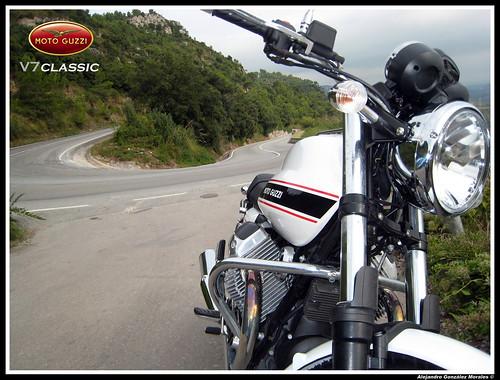 Moto Guzzi V7 Classic front