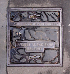 manhole (Yersinia) Tags: paris france public europe eu yuck safe europeanunion elsewhere ccnc photographical yersinia uponthisgroundiwalked guessnot fujifilmfinepixs9600 parispool nygfrance