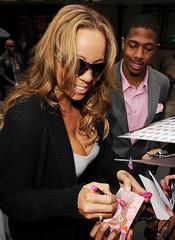 mariah carey signing autographs
