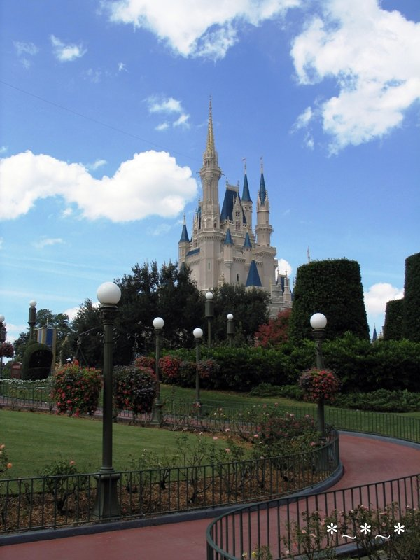 IMG_6786-Disney-Cinderellas-Castle-Blue-Sky-Puffy-Clouds