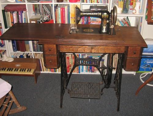 1908 Singer 66-1 Treadle