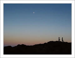 Moonrise (reinlady) Tags: blue sunset moon silhouette canon walking children rocks ps powershot moonrise pointandshoot a80 kiama rockpool canonpowershota80