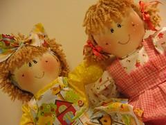 Amizade  tudo ... (www.imaginandocoisas.com) Tags: floral bonecas dolls pano laranja rosa amarelo patchwork fazenda tecido xadrez lao fitas