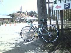 津金小学校なう。登りキツい!#cycleJP #bikeJP