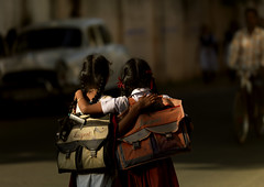 Friendship bewteen two school girls in the streets of Puducherry - India (Eric Lafforgue) Tags: street friends light india explore dos indie amis indi indien hind indi inde pondicherry amies pondichery hodu indland  hindistan indija   ndia hindustan cartables   lafforgue   hindia  bhrat  702300 indhiya bhratavarsha bhratadesha bharatadeshamu bhrrowtbaurshow  hndkastan