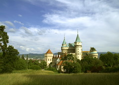Bojnice Castle, Slovakia (johan.pipet) Tags: old castle history architecture fairytale canon landscape eos europe treasure fort sunny romantic slovensko slovakia chateau tamron picturesque fortress palo middleages bellevue hdr hrad bartos bojnice zamok zmok bojnicky 400d anawesomeshot flickraward happinessconservancy goldstaraward qualitypixels llovemypics artedellafoto saariysqualitypictures romantick barto newgoldenseal