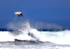 Big Air. (Robin Thom) Tags: men hawaii maui surfing wipeout fv10 tp bigair bx 1111v11f