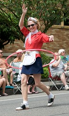 Hulu Hoop Queen (JasonC) Tags: nikon 4th parade bainbridgeisland d300 huluhoop