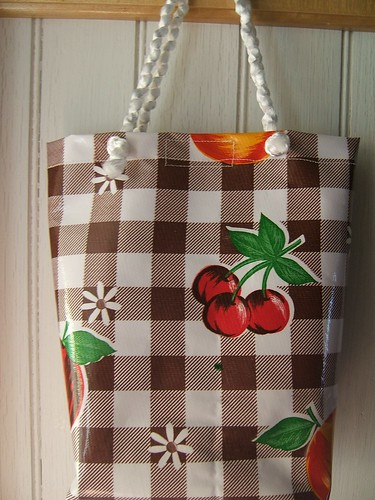 Oilcloth lunch tote in brown gingham 006