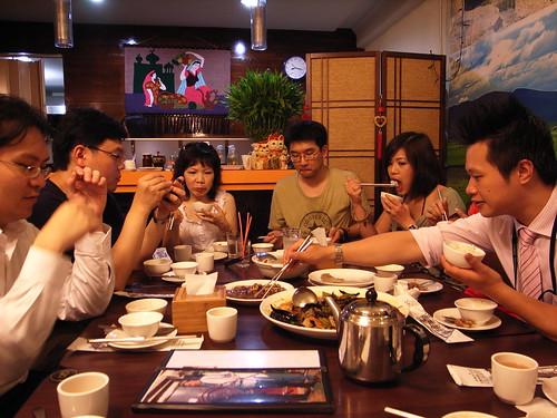 帕米爾新疆餐廳:動手了