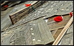 Tala Patra Chitras (inderSTADT) Tags: india art drawing traditionalart tala chennai orissa tamilnadu ecr chitra palmleaf patra tribalart eastcoastroad dakshinchitra balagopalan inderstadt dravidam draveyedum palmleafetchings talapatrachitra dravvidum